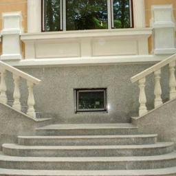 Парадная лестница из гранита