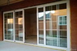 Алюминиевые подъемно- раздвижные двери