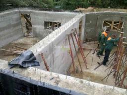 Строительство цокольного этажа.