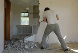 Демонтаж стен и перегородок.