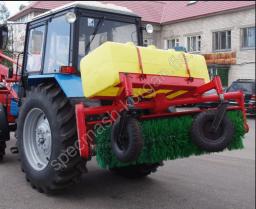 Щёточное оборудование с бачком для полива на трактор МТЗ-80/82