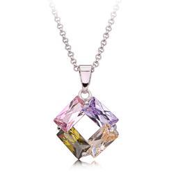 Ожерелье с подвеской из цирокона