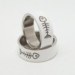 Кольцо из стали и эмали fishbone
