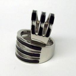 Кольцо из стали и эмали тройное.
