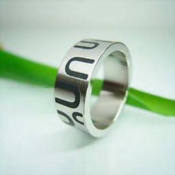 Кольцо из стали с  эмалью парабола
