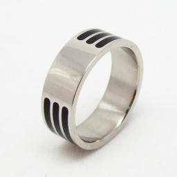 Кольцо из стали с гравировкой и эмалью.