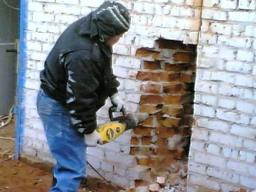 Демонтаж кирпичных стен, вывоз мусора