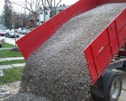 Доставка гравия, самосвал 5 тонн