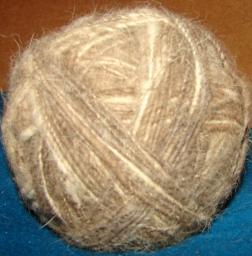 Прядение ШЕРСТИ акиту-ину.Ручное прядение шерсти. Спрясть шерсть.Спрячь шерсть.