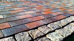 Покрытия из гранитной брусчатки и тротуарной плитки