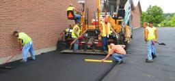 Устройство покрытия дороги из асфальтобетона