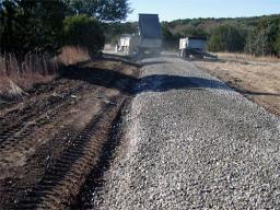 Устройство основания дороги из щебня гранитного