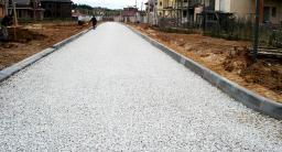Устройство основания дороги из щебня гравийного