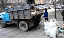 Зил самосвал, вывоз мусора, грузчики.