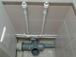 Замена старых труб водоснабжения или канализации