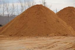 Песок карьерный (на подсыпку и сеяный)
