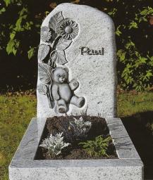 Памятник Скала с мишкой и цветком
