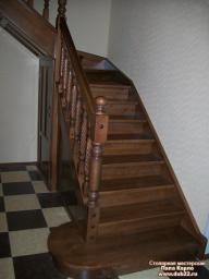 Лестница/кладовка с поворотом на 90* Массив сосны