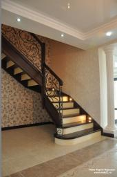 Интерьерная лестница на второй этаж