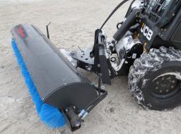 Щетка дорожная (диаметр дисков 560 мм) с механическим поворотом  на мини погрузчик Bobcat,МКСМ-800