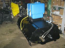 Щетка с бункером и системой орошения для мини погрузчика Bobcat,МКСМ-800,1000, ПУМ, АНТ,Mustang,Wecan,Sanward