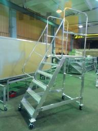 Лестница с площадкой, Передвижные подмостки с односторонним подъемом, лестница с платформой