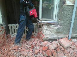 слом,снос, демонтаж кирпичных стен,уборка мусора