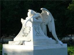 Памятник Плачущий Ангел с венком