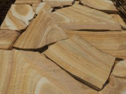 Камень природный облицовочный песчаник, цвет желтый.