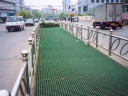 Решётка из стеклопластика для строительства пешеходных дорожек