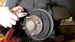 Замена тормозных колодок на легковые иномарки