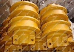 Каток опорный двубортный для бульдозеров Liebherr PR744