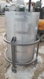 Емкость нержавеющая, объем — 0,35 куб.м., вертикальная, на колесах