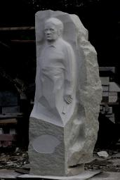 Памятник художнику Ивану Попову