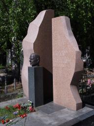 Памятник П.Начарову,1996 год
