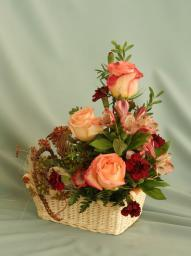 Корзина с бегонией и розами, 780р