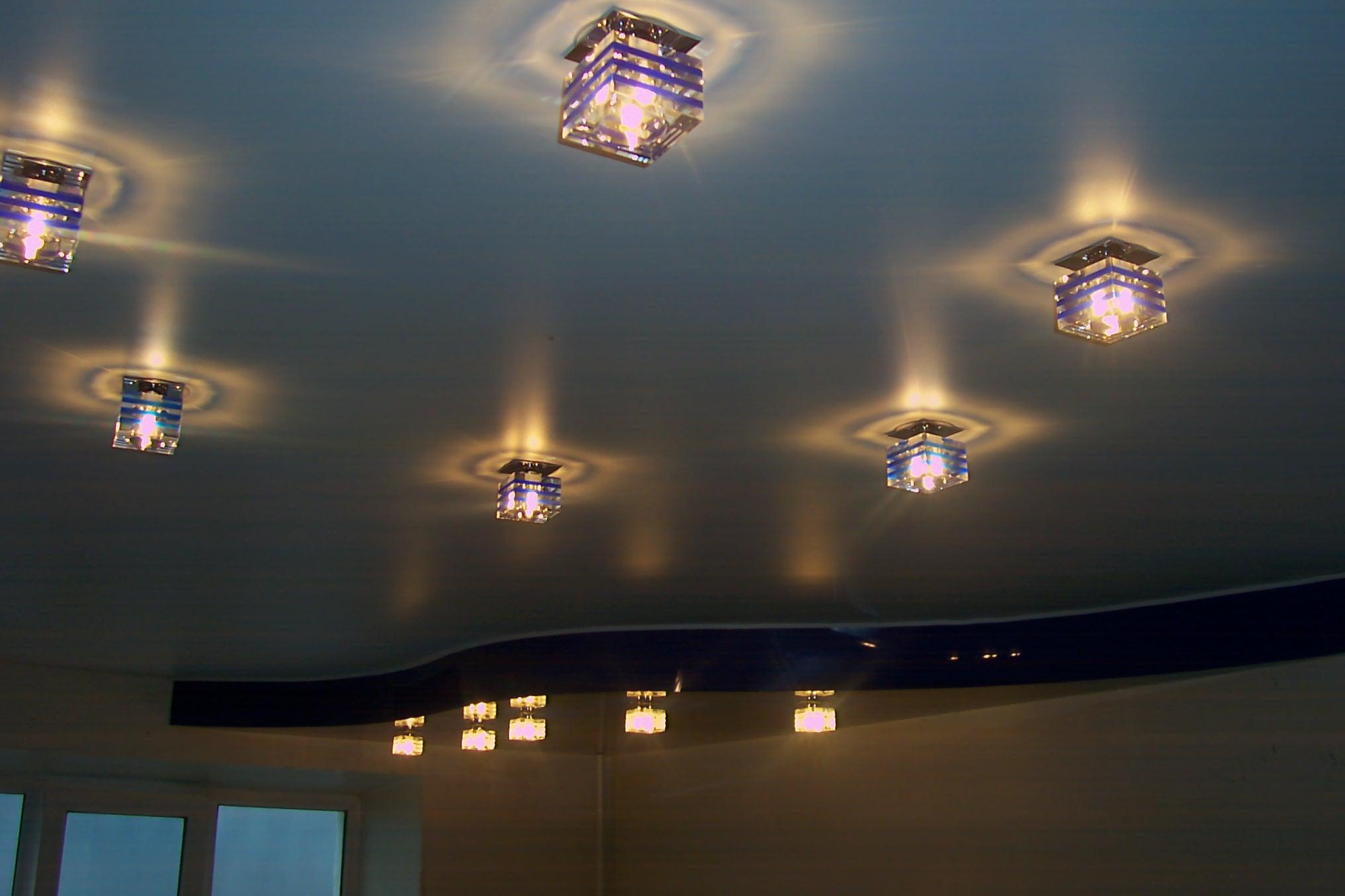 Как сделать освещение на натяжном потолке фото