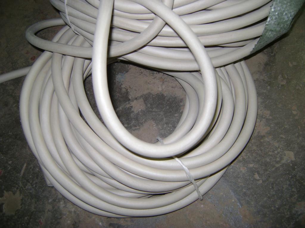 Трубка вакуумная размер 7х3 мм белого цвета