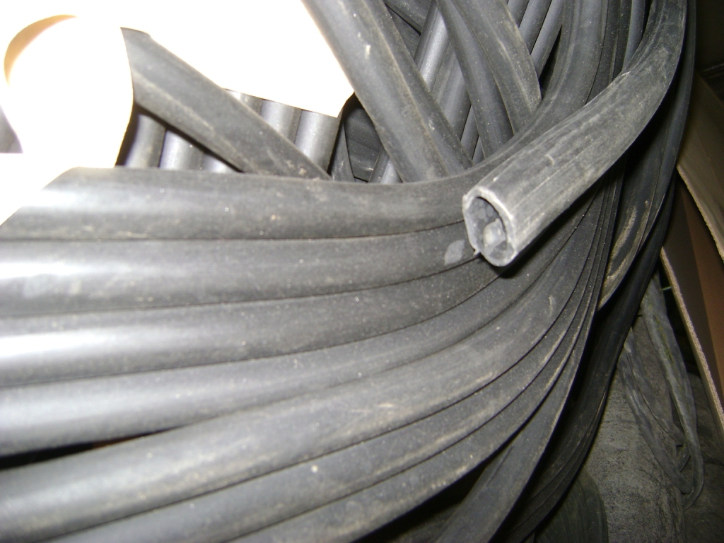 Трубка резиновая 1-1С 18х2 мм (кислотощелочестойкая средней твердости)