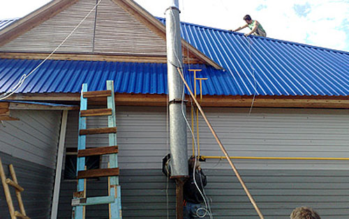 Растяжка для дымохода на крыше своими руками 75