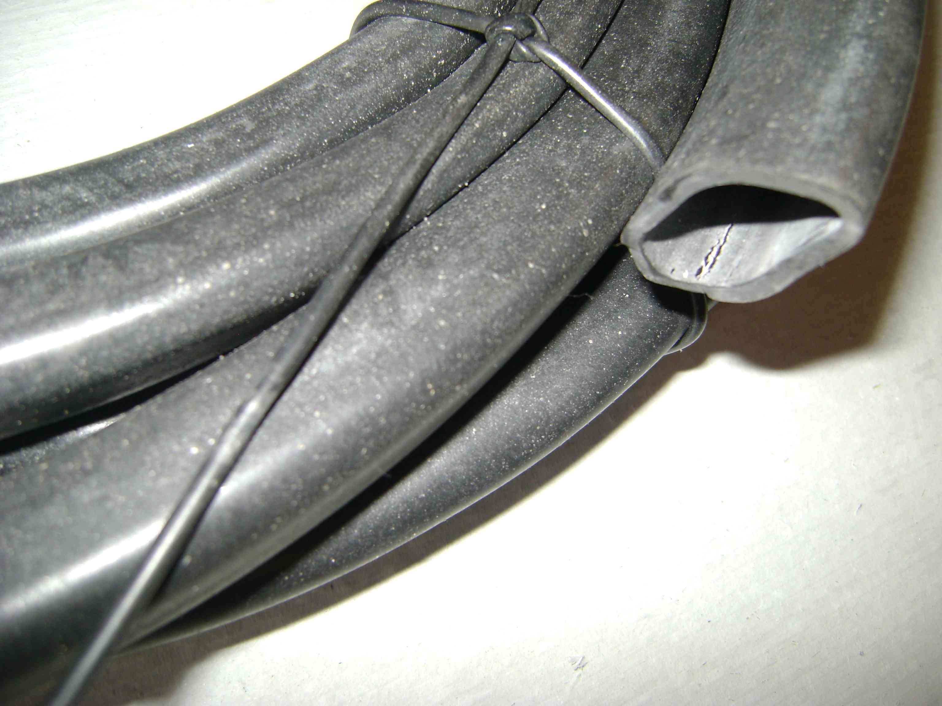 Трубка резиновая 1-2С 14х2 мм (теплостойкая средней твердости)