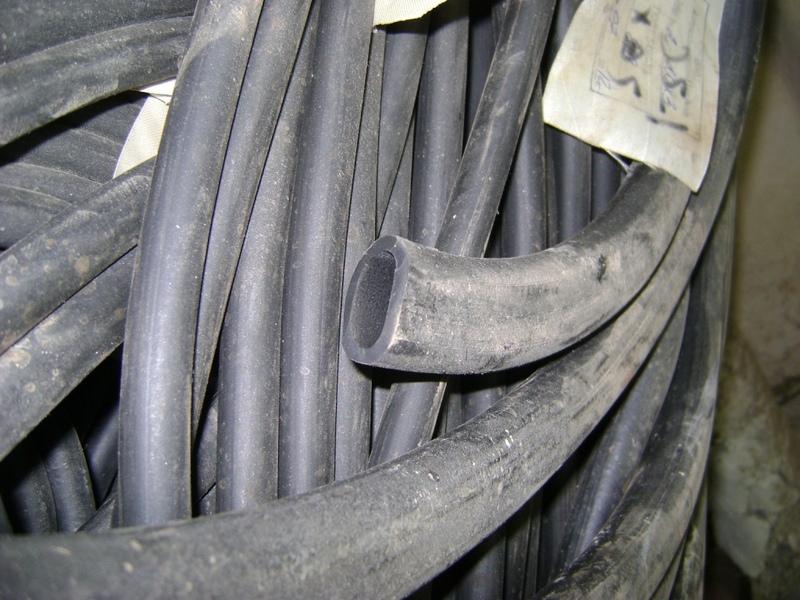 Трубка резиновая 1-1С 24х3 мм (кислотощелочестойкая средней твердости)