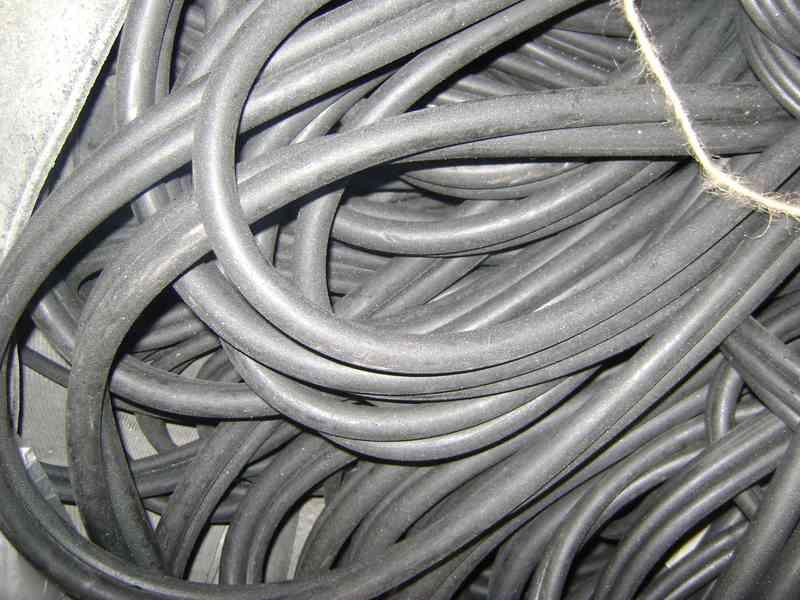 Трубка резиновая 1-2С 18х3 мм (теплостойкая средней твердости)