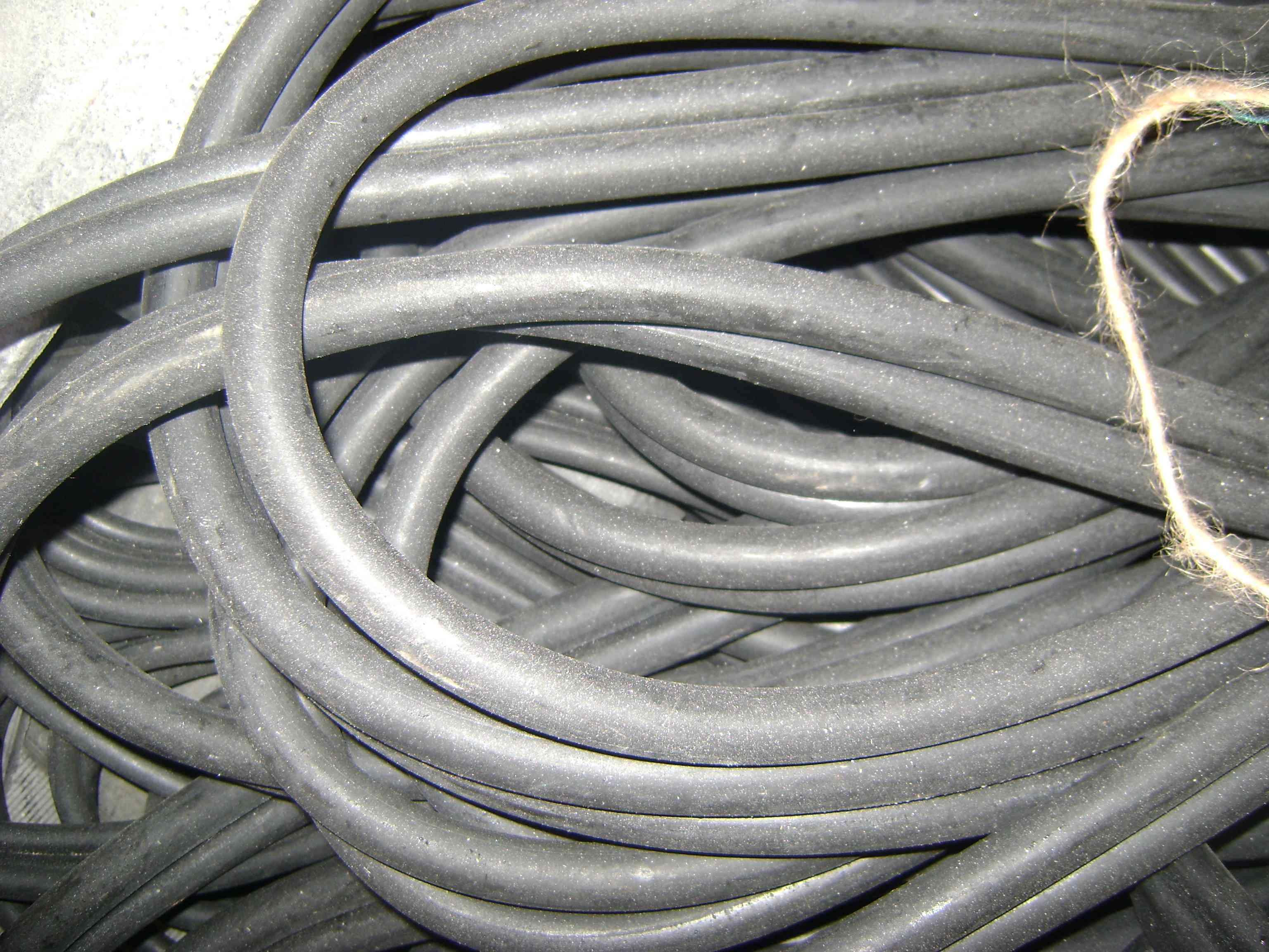 Трубка резиновая 1-4С 25х5мм (маслобензостойкая средней твердости)
