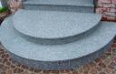 Полукруглые ступени из серого гранита
