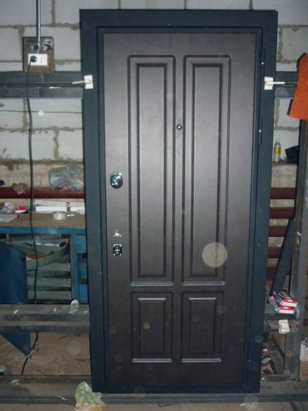 железные двери входные в юбилейном