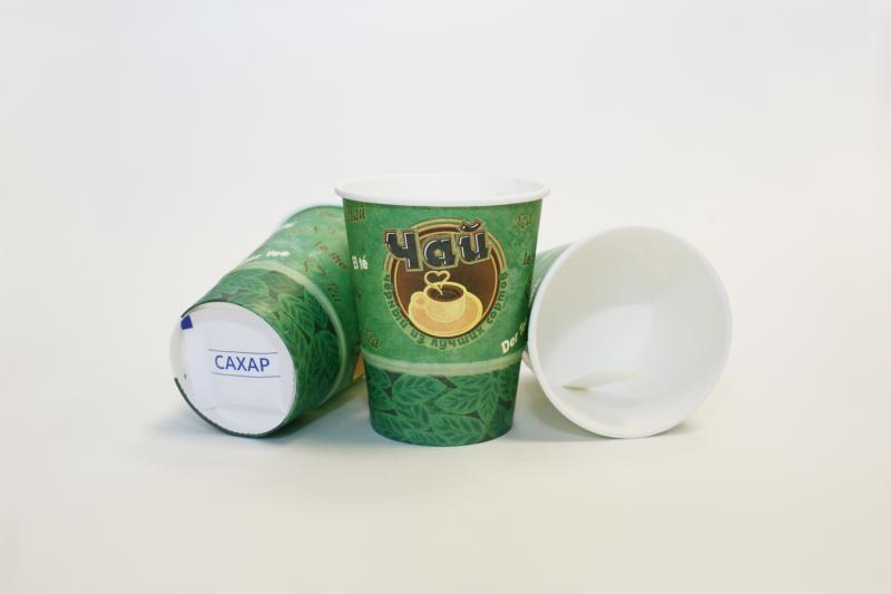 Одноразовые стаканы с чаем