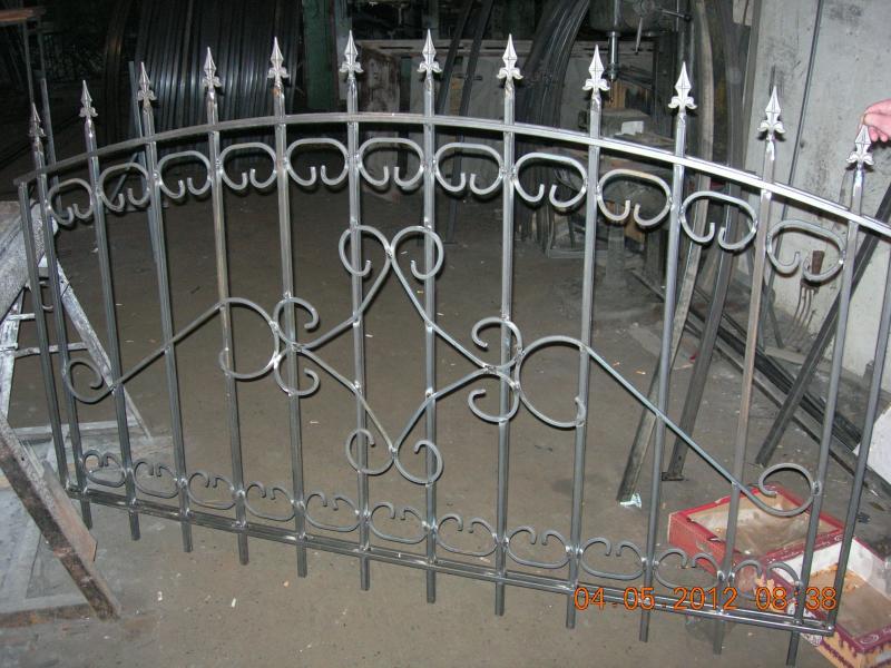 железные ворота с трубы