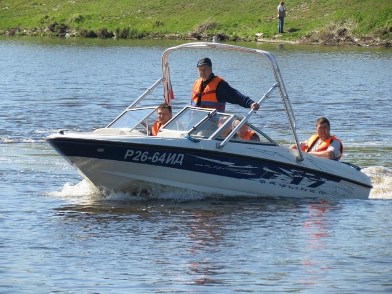 как водить моторную лодку