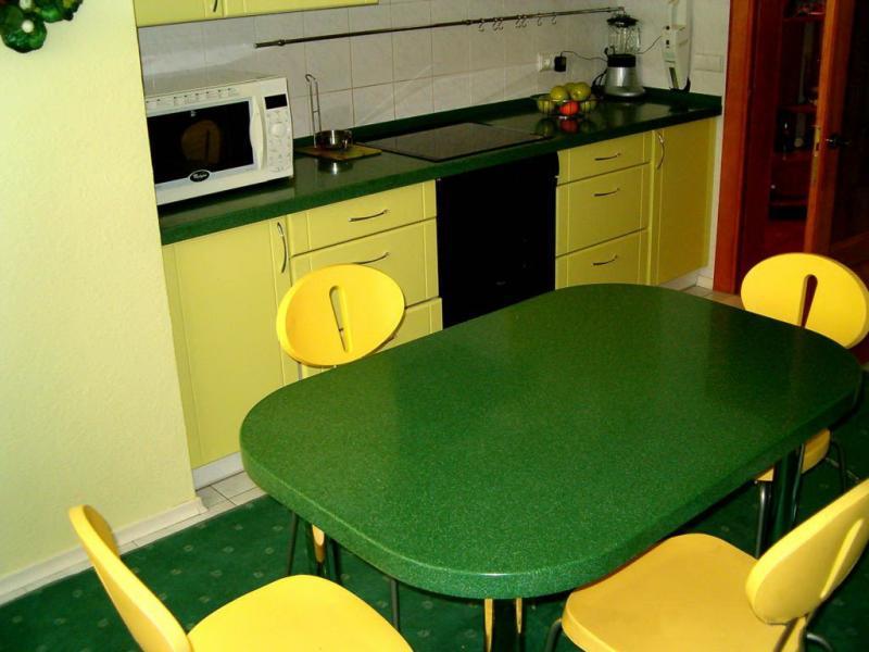 Стол на кухню столешница из камня